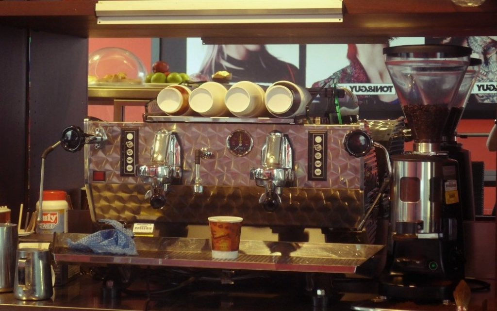 bar_local_counter_coffee_machine-1295228.jpg!d