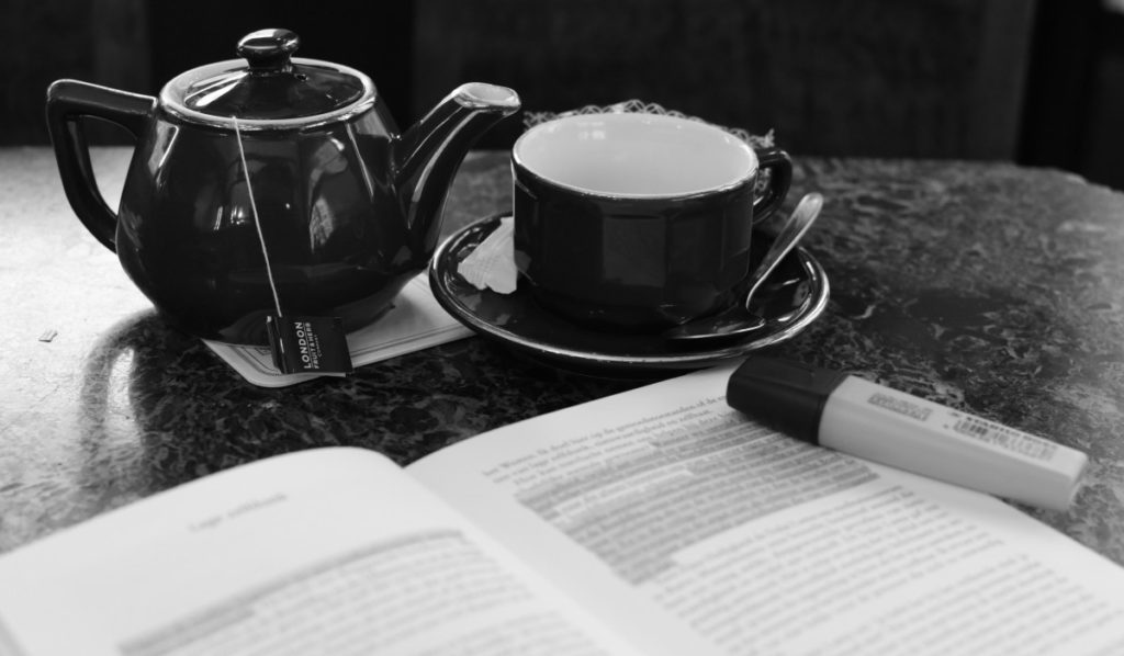 free_time_book_tea_relaxation_read_study_black_and_white-11905600